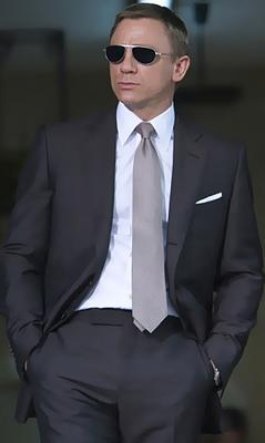 daniel_craig_suit_and_shade.png